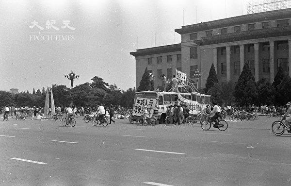 1989年六四前夕北京長安街上。(蔣一平提供)