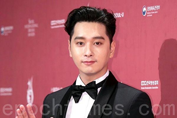 韩国人气男团2PM成员黄灿盛出席2018首尔国际电视节颁奖典礼资料照。(全景林/大纪元)