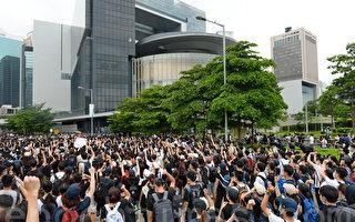 组图3:反送中二读 万名港人包围立法会