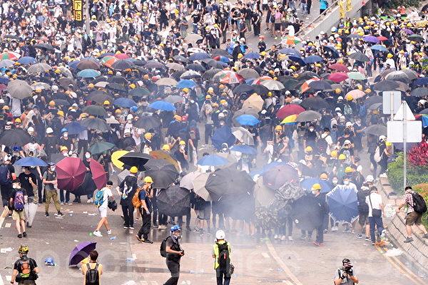港七一游行后 28名抗议者被抓 最小仅14岁