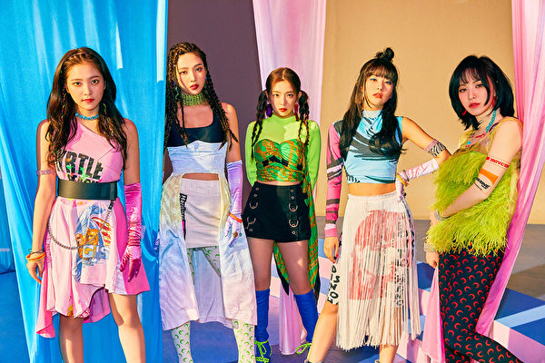 韩国人气女团Red Velvet迷你专辑《'The ReVe Festival' Day 1》宣传照。(avex taiwan提供)