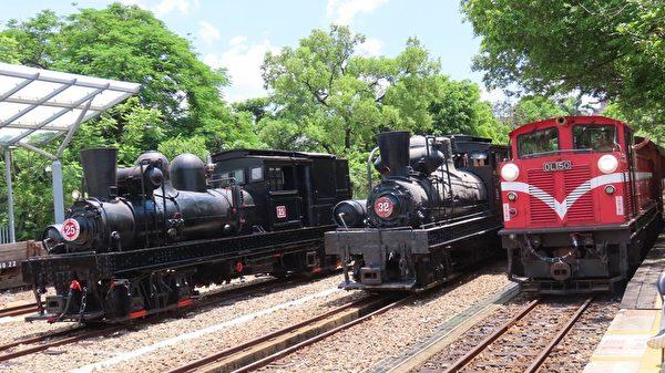 台阿里山百年蒸汽老火车回家 百岁人瑞相迎
