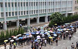 数百港人包围律政中心 要求郑若骅回应修例