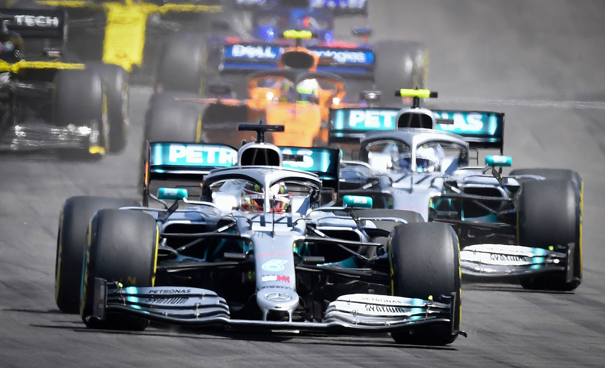 F1法国站:梅赛德斯车队第六次包揽冠亚军