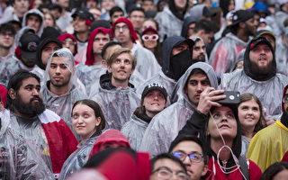 多伦多周一下雨 挡不住球迷看猛龙比赛热情