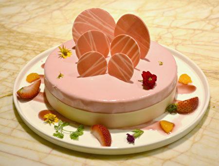 """台中林酒店""""百香果草莓慕斯""""。"""