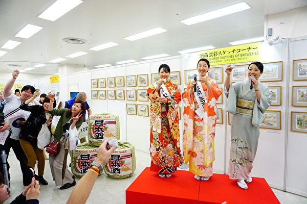 东京举行世界最大日本酒博览会 人们遍尝名酒