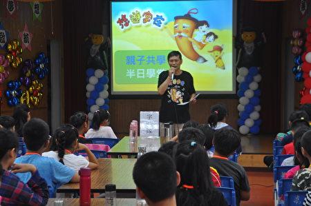 唐人電視台花蓮辦事處經理廖偉辰表示,學校若有意願推行「悠遊字在・半日學堂」活動,新唐人也願意提供此平台。
