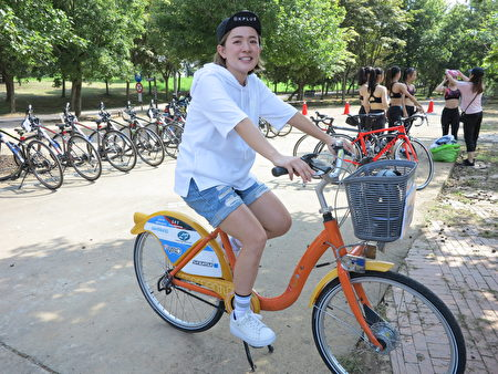艺人林彦君表示,她骑自行车的经历虽然只有一二年,但是对骑乘的热爱已经到了上瘾的程度。