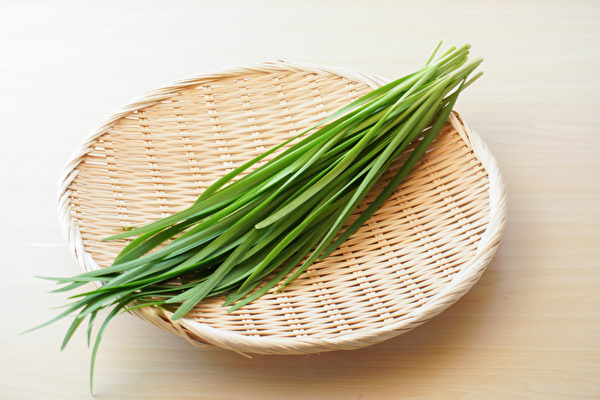 养肝要多吃绿色蔬菜,韭菜和豆芽是春季的最佳食物。(Shutterstock)