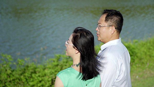 刘晓斌(右)与太太合影。(刘晓斌提供)