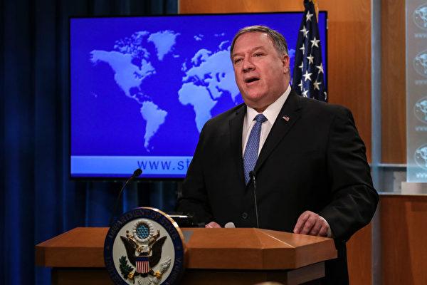 美國國務卿邁克·蓬佩奧週一發聲明呼籲北京政府,釋放所有因打擊當局侵犯人權而被判入獄的囚犯。(Drew Angerer/Getty Images)