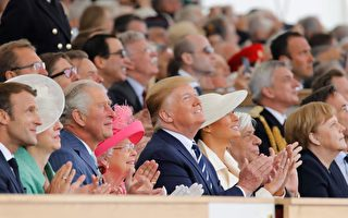 美國總統川普與夫人出席諾曼第登陸75周年紀念活動。(Tolga Akmen/AFP/Getty Images)