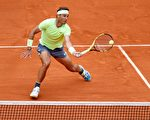拉斐爾·納達爾週日對戰奧地利球手多米尼克·蒂姆勝出,奪下今年法國網球公開賽男子單打冠軍。(Thomas Samson/AFP/Getty Images)