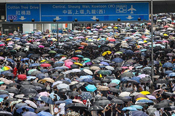 美国川普(特朗普)政府与北京的贸易谈判重点,与香港居民的诉求有着惊人的相似处:要求二十多年来不履行承诺的中共,进行真正的改变。