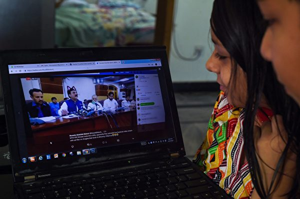 Pakistani children look at a computer screen showing a screen grab of a press conference attended by provincial minister Shaukat Yousafzai and streamed live on social media, in Islamabad on June 15, 2019. - A minister in Pakistan's northwestern Khyber Pakhtunkhwa province had to face hilarious situation after his entire media talks went live with a cat filter on by his social media team. (Photo by FAROOQ NAEEM / AFP) (Photo credit should read FAROOQ NAEEM/AFP/Getty Images)