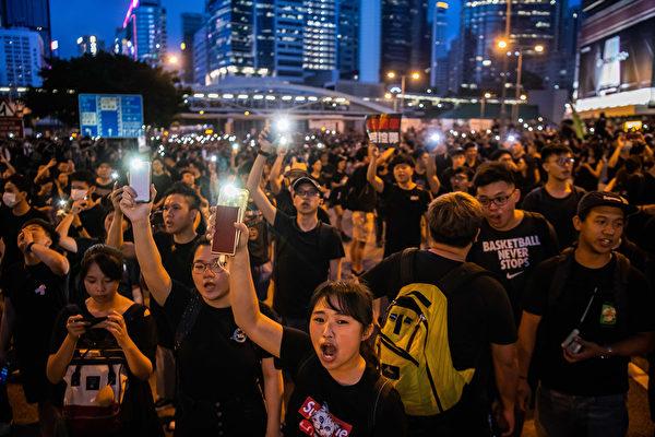 抗議人群不僅未散去,而且依然大聲疾呼撤回惡法、要求香港特首林鄭月娥下台。(Billy H.C. Kwok/Getty Images)