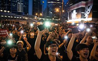 组图7:香港深夜 民众仍大声疾呼撤回恶法