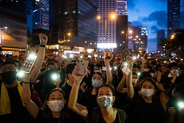 抗议人群不仅未散去,而且依然大声疾呼撤回恶法、要求香港特首林郑月娥下台。(Billy H.C. Kwok/Getty Images)