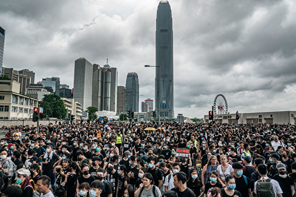 與2014年的占中運動相比,這次香港反送中抗議成功的原因何在?
