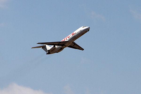 FAA週四禁止美國航空公司飛越伊朗領空,特別是霍爾木茲海峽(Strait of Hormuz)以及阿曼灣(Gulf of Oman)的上空,部分國際航空公司也採取了預防措施。