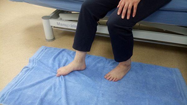 足部小肌肉肌力训练。(台大医院新竹分院提供)