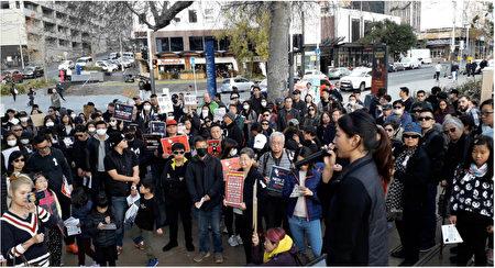 6月16日(星期日)下午,新西兰数百名香港人在奥克兰市中心Aotea广场集会,反对香港政府修定《逃犯条例》(易凡/大纪元)