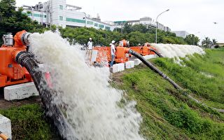 防洪水 南市购72台大型移动式抽水机