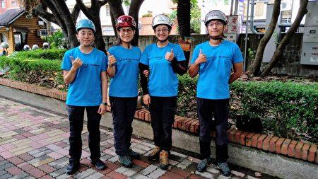 四位攀树教练担任活动重任。