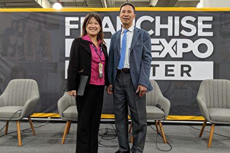 「Pro-Vision瞰踐」專案經理鍾玫璟(左)邀請「協和門窗」創辦人陳秋貴分享創業成功經驗。
