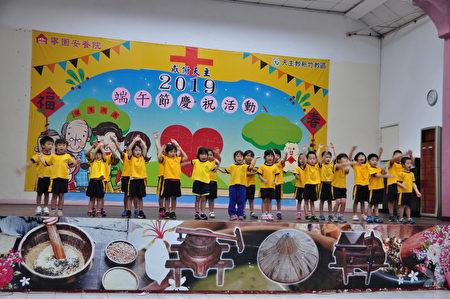 博愛幼兒園的小朋友可愛的舞蹈表演