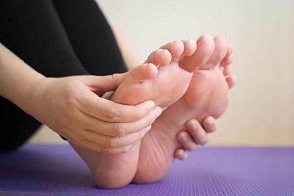 脚痛的时候,如何改善?(Shutterstock)