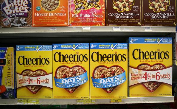 有報告指出,美國市面上有21種以兒童為主的燕麥穀物和零食產品的含有除草劑成分。圖為示意圖。(Justin Sullivan/Getty Images)