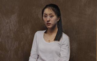亦真,《新裝》,2008年首屆「全世界華人人物寫實油畫大賽」銀獎作品。(新唐人電視台提供)