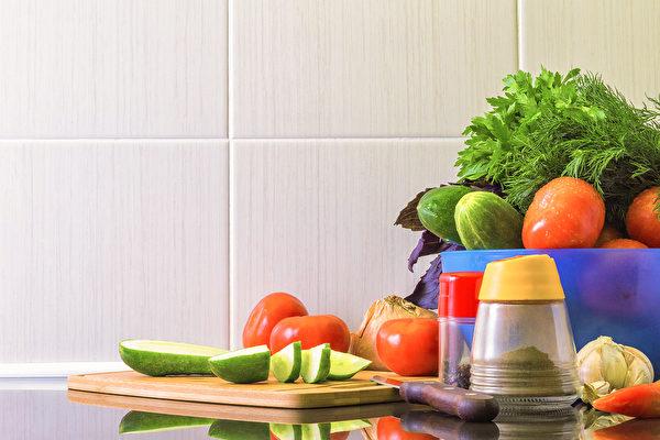 在炎热夏日如何保存食物,避免蔬果肉类变质?(Shutterstock)