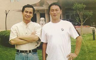 「709」律師謝燕益(左)和哥哥謝維合影。(謝維提供)