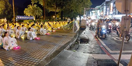 台南燭光悼念會在交通擁擠的東寧公園廣場進行,讓更多人看見。