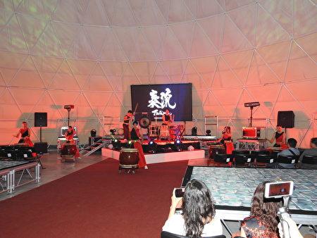 布袋高跟鞋教堂園區新地標「天幕劇院」,於7月11日上午舉行首映場開幕儀式,由奏流Taiwan氣勢磅礡的太鼓表演揭開序幕。