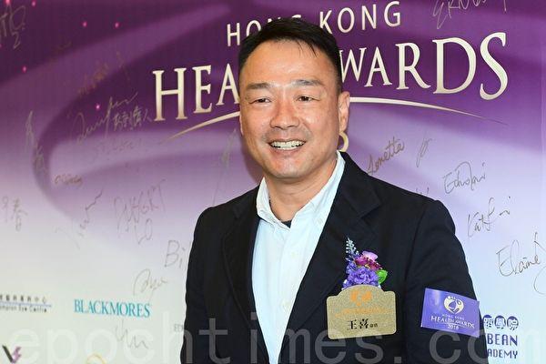 王喜諷港警不戴委任證:只有壞蛋才匿藏身分
