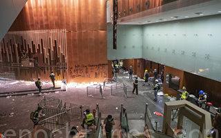 香港亲北京政商界人士罕见提出重启政改