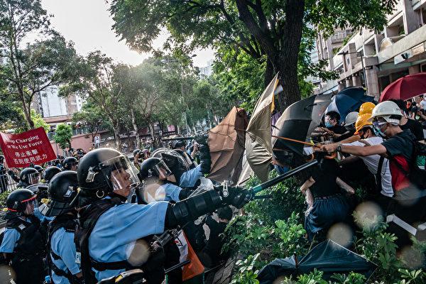 7月13日,香港上水爆发警民冲突。(Anthony Kwan/Getty Images)