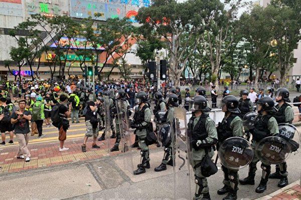 民主派議員:港警應反思 為何市民怕到要跳橋