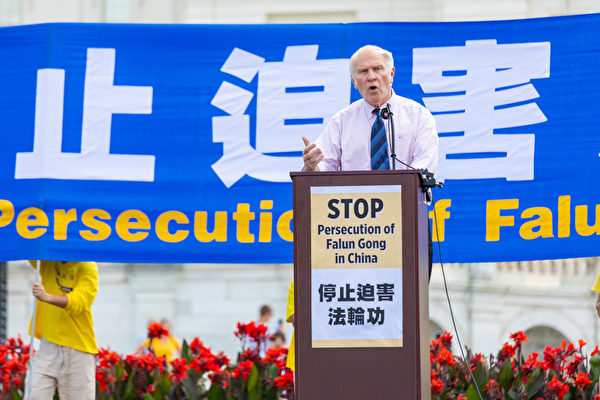 2019年7月18日,俄亥俄州聯邦眾議員史蒂夫·查博特(Steve Chabot)在法輪功反迫害20周年大型集會活動上發言。(Mark Zou/大紀元)