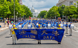 中共迫害难以为继 法轮功游行震撼美国首都