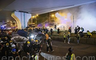 组图6:7‧21反送中 港警催泪弹武力清场