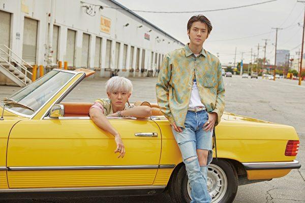 由EXO的世勋(SEHUN)与灿烈(CHANYEOL)组成的EXO-SC推出小分队首张迷你专辑《What a life》形象照。(avex taiwan提供)
