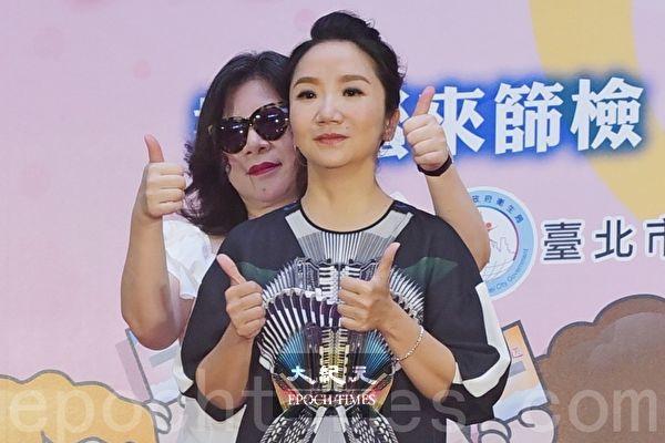 陶晶瑩(前)攜手陳文茜