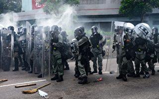 組圖3:元朗警方多次向示威者施放催淚彈