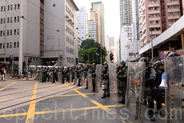 【视频】7.28示威再爆冲突 警方放催泪弹