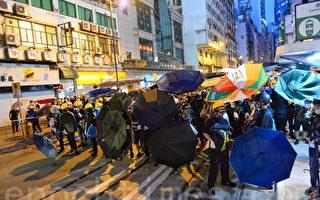 【网络直播】728港民示威遭警催泪弹清场